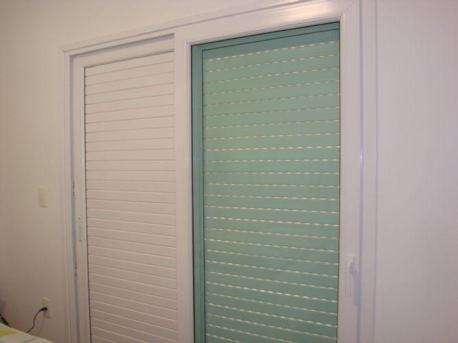 Porta De Correr Para Quarto De Vidro ~ Porta de Correr 03 folhas de PVC (2 venezianas e 1 de vidro) FECHADA