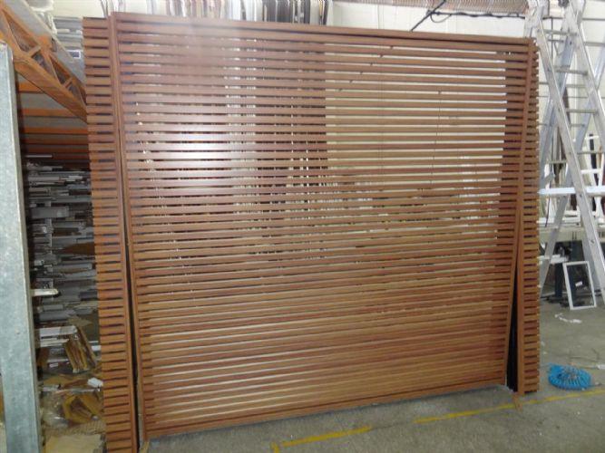Excepcional Portão Basculante cor madeira :: Comercial Alumínia - Esquadrias  SB57